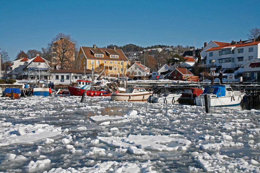 Vinterstemning i Drøbak og mye drivende is i Oslofjorden
