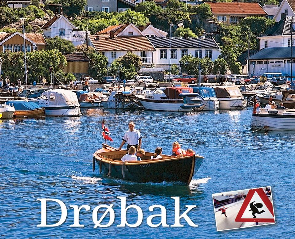 Tresnekke tøffer ut fra Båthavna i Drøbak