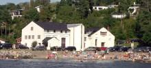 Galleri Finsrud på Torkil sett fra sjøen