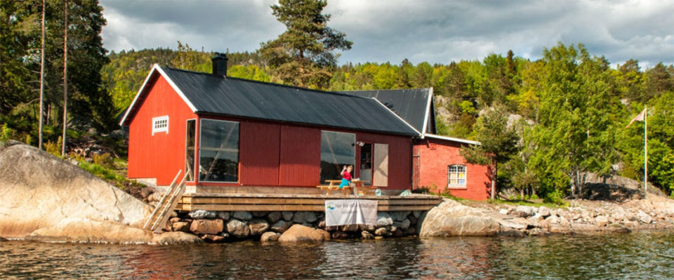 Jacobinebua: Fantastisk beliggenhet rett i vannkanten med plass til opptil 12 personer.