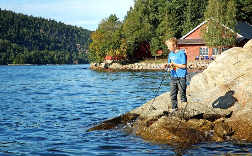 Fra svabergene på Bergholmen kan fiskelykken være stor.