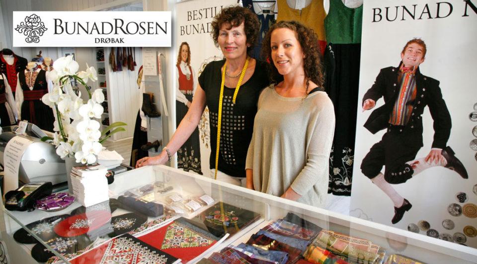 Kirsten Fergestad og Jannike Kaarby ønsker nye kunder velkommen til Bunadrosens nyoppussede lokaler i Storgata 1.