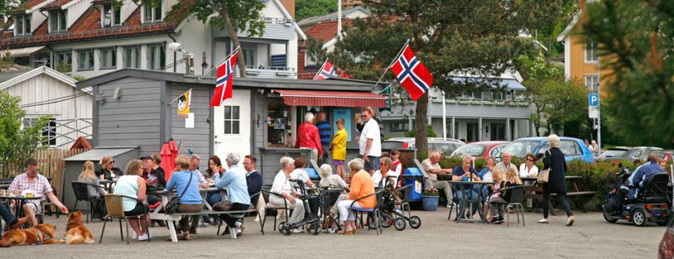 Havnekiosken på Molo B er populær for alle de som stopper for en varm pølse med drikke eller en kopp kaffe i friluft.