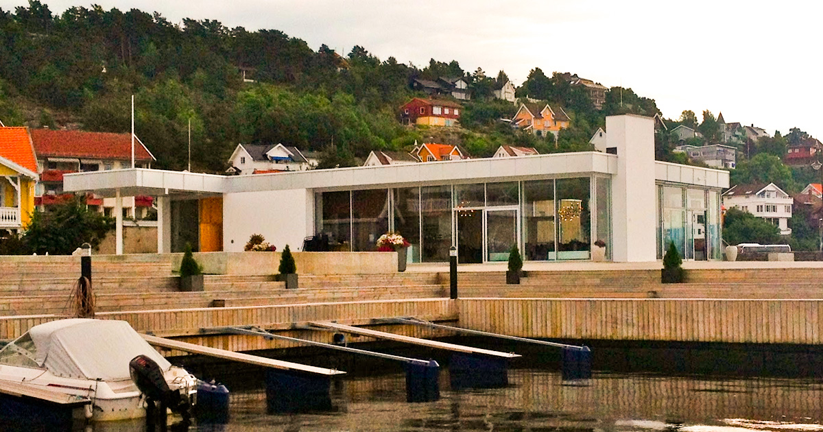 Sjøstjernen - restaurant right on the seafront